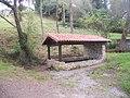 """Antiguo lavadero y fuente """" Laria """" , La Pesa- Llames de Parres , Asturias. - panoramio.jpg"""
