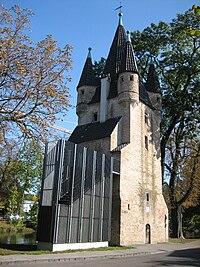 Augsb Fuenfgratturm incl umstr Aufgang.jpg