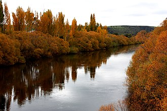 Tasmania - Autumn on the Derwent River in Tasmania