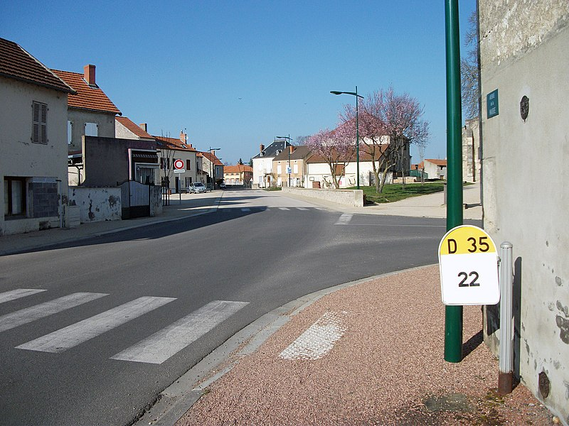 Avenue de la Mairie (departmental road 35) in Saint-Bonnet-de-Rochefort, Allier [10469]