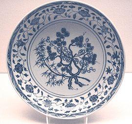 Piatto in stile bianco-azzurro, dinastia Ming