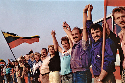 Baltic Way, the human chain connecting the three Baltic capitals BaltskyRetez.jpg