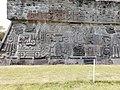 Base de la Pirámide de la Serpiente Emplumada.jpg