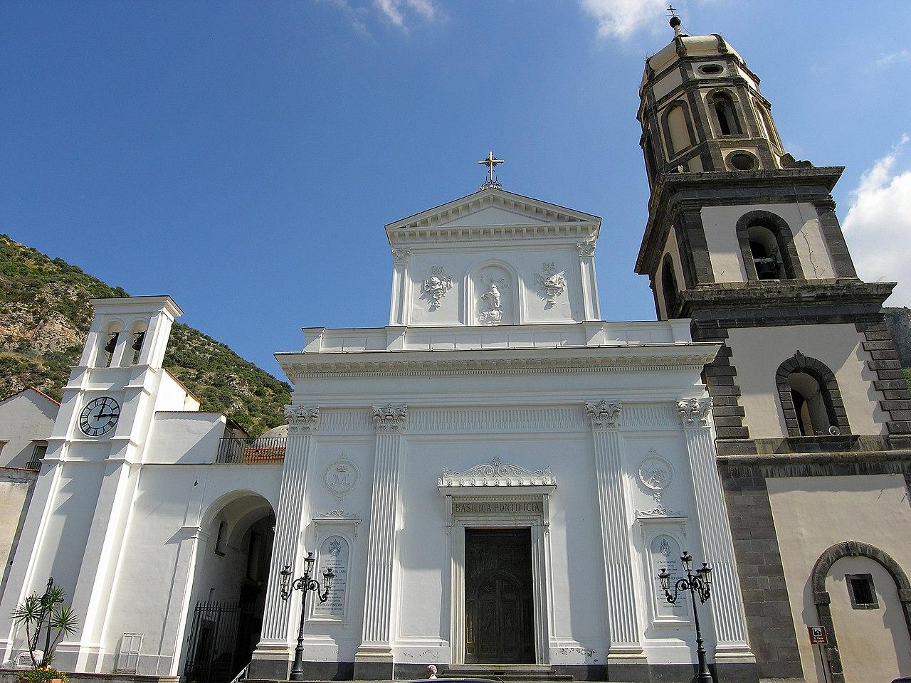 Basilica di Santa Maria del Lauro.jpg
