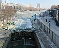 Bassin de la Villette gelé depuis l'écluse de la Villette, 2012-02-11 01.jpg