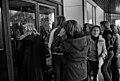 Bay City Rollers -yhtyeen faneja hotelli Hesperian oven edustalla - G35574 - hkm.HKMS000005-km0000nhka.jpg