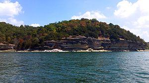 Beaver Lake (Arkansas) - Image: Beaver Lake with changing leaves