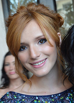 Bella Thorne al Red Carpet dei 27th Annual Imagen Awards nel 2012