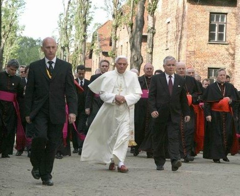 Benedictus XVI in Auschwitz-Birkenau
