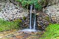 Bergtocht van Cogolo di Peio naar M.ga Levi in het Nationaal park Stelvio (Italië). Begeleide waterval over de bergweg 03.jpg