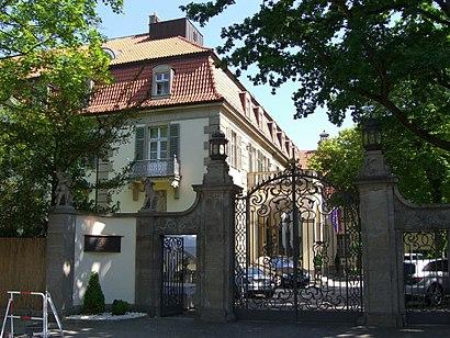 So kommt man zu Schlosshotel Im Grunewald mit den Öffentlichen - Mehr zum Ort Hier