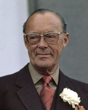 Prince Bernhard of Lippe-Biesterfeld - Prince Bernhard in 1976 wearing his trademark carnation