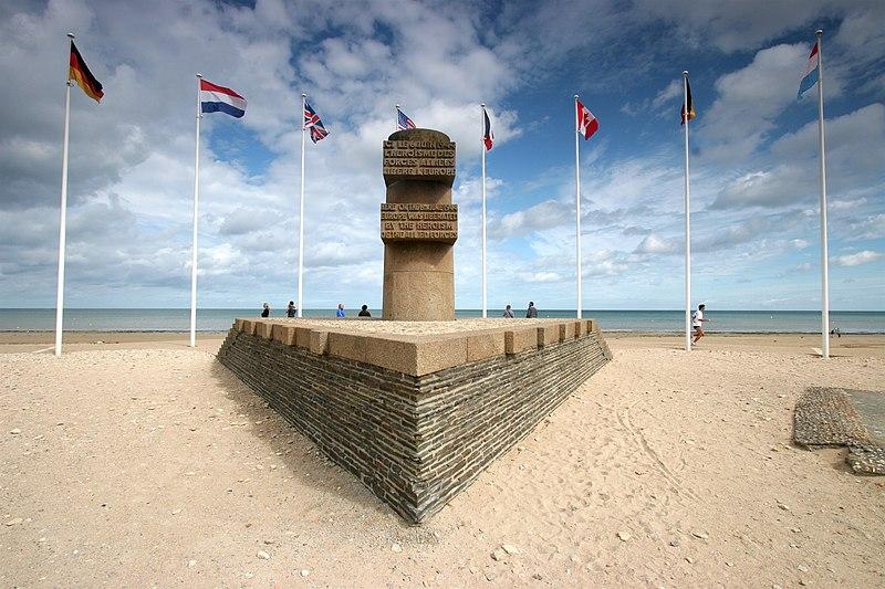 File bernieres sur mer monument - Office de tourisme bernieres sur mer ...