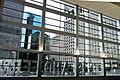 Blick von der Wartehalle des Staten Island Ferry Terminals auf die New York Plaza. - panoramio.jpg
