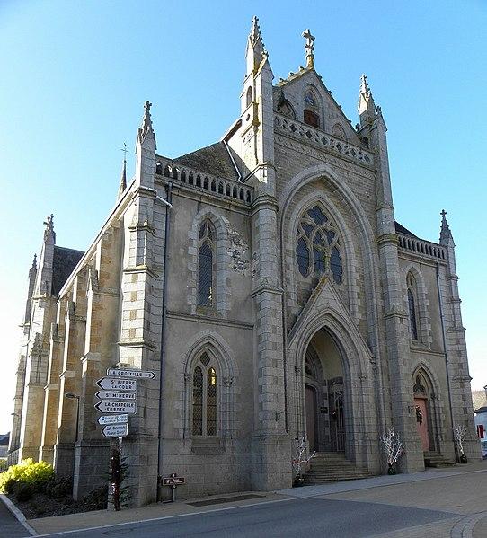 Façade orientale de l'église Saint-Pierre de Bourgon (53).