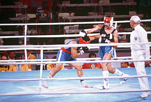 Boxing at the 1984 Summer Olympics - Puerto Rican Aristides González (right) defeats Western Samoan Paulo Tuvale