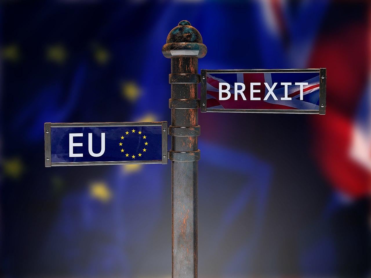 Brexit auf Wegweiser (47265383782).jpg