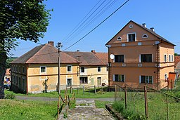 Bukovec, houses by church.jpg