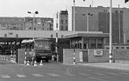Bundesarchiv B 145 Bild-F079005-0015, Berlin, Grenzübergang Checkpoint Charlie