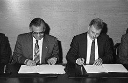 Bundesarchiv B 145 Bild-F081287-0022, Vertrag über Zusammenarbeit BRD-Pakistan.jpg