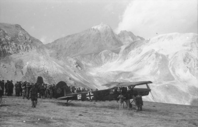 """Bundesarchiv Bild 101I-567-1503C-05, Gran Sasso, Fieseler Fi 156 """"Storch"""""""