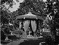 COLLECTIE TROPENMUSEUM Tuin in de kraton van Mankoe Negoro V te Solo. TMnr 60005515.jpg