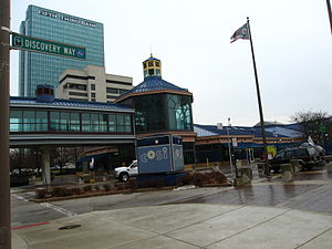 Imagination Station - COSI entrance in 2007 (now Imagination Station), with Fifth Third Center at One SeaGate in the distance