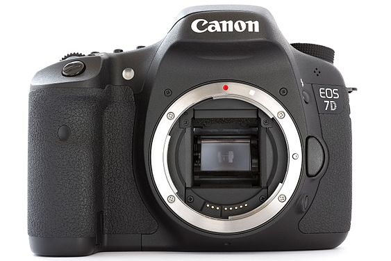 Canon EOS 7D DSLR body front.jpg