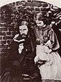 Carrol, Lewis - George MacDonald, Romanautor und Dichter, mit seiner ältesten Tochter, Lily (Zeno Fotografie).jpg