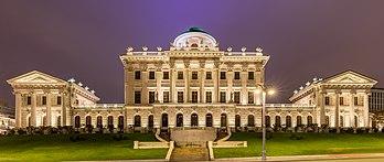 La Maison Pachkov, œuvre néo-classique de Vassili Bajenov, à Moscou. (définition réelle 6756×2854)