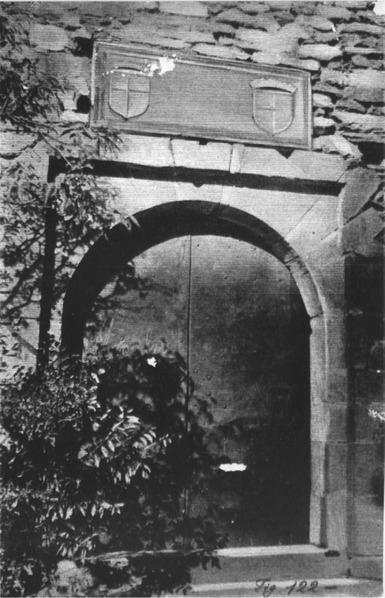 File:Castello di Verrès, porta ingresso, fig 122 foto nigra.tif