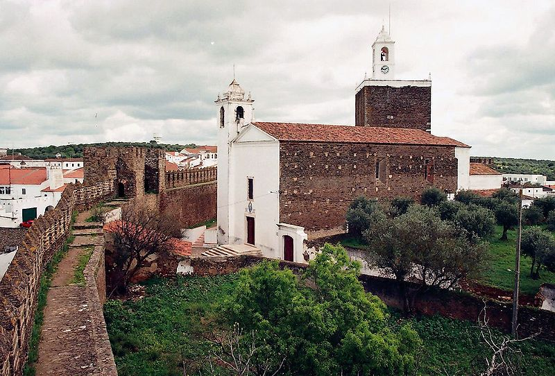 Image:Castelo e igreja matriz do Alandroal (Portugal).jpg