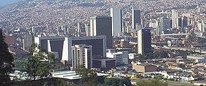 El Centro, y al fondo la zona nororiental de Medellín