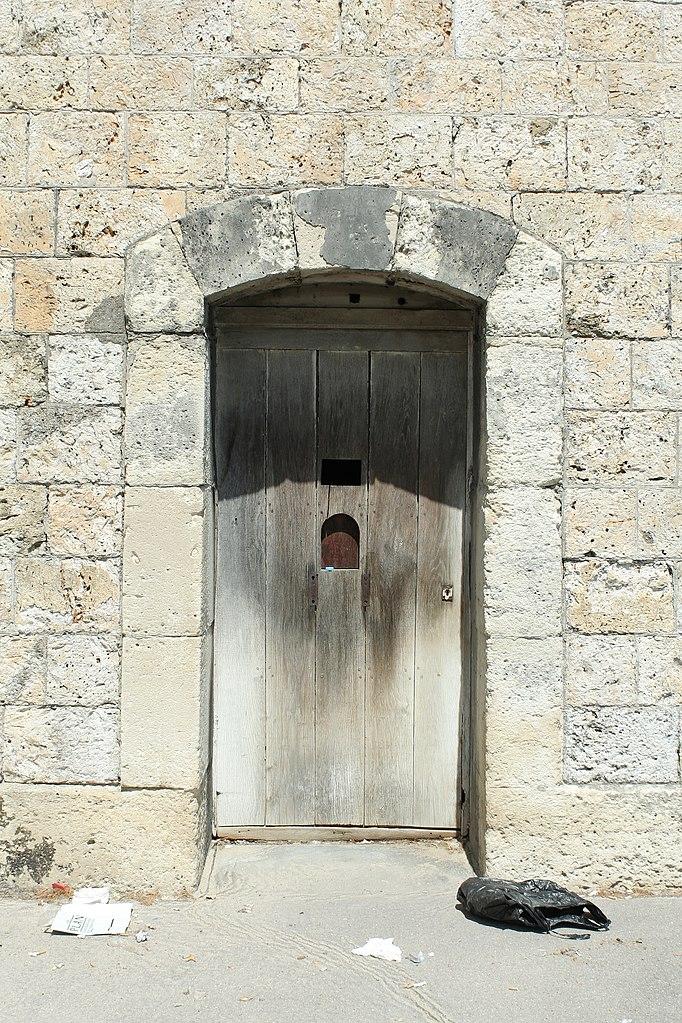 File ch teau de versailles mur de la cour d 39 honneur for Porte de cour