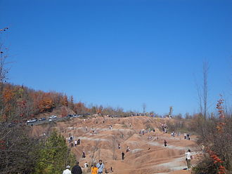 Cheltenham Badlands - Tourists on the red clay hills