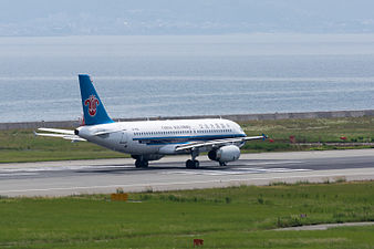 China Southern Airlines, A320-200, B-9912 (19347302932).jpg