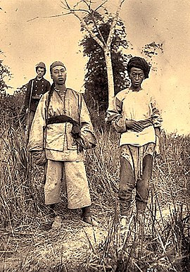 Chinese soldiers captured by the French at Tuyen Quang Chinese Prisoners.jpg