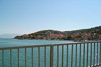 Chorwacja, widok na wyspę Ciovo z mostu pomiędzy wyspą Ciovo i Trogirem.JPG