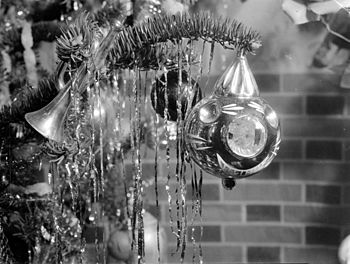 English: Christmas ornaments on a Christmas tr...