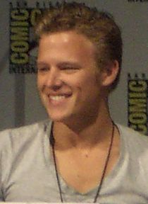 Christopher Egan 2008 (cropped).jpg