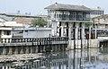 Collectie NMvWereldculturen, TM-20023407, Dia, 'Waterbouwkundige constructie bij Pasar Ikan en de haven Sunda Kelapa', fotograaf Janneke van Dijk, 1991.jpg