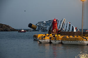 Collision of Costa Concordia 32.jpg