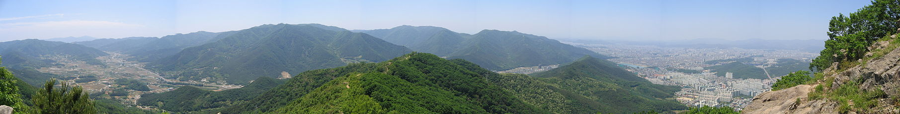 Gachang-myeon on the left and Jisan-dong, Beomul-dong on the right