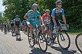 Critérium du Dauphiné 2014 - Etape 6 -Peloton au ravitaillement (3).jpg