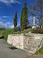 Croix puits cyprès.jpg