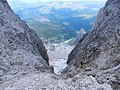 Dal passo del Travignolo con il suo ghiacciaio e sullo sfondo il Castelaz e cime Juribello e Bocche - panoramio.jpg
