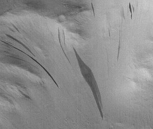 Common surface features of Mars - Image: Dark streaks in Diacria