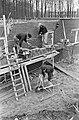 De bouw van Het Dorp bij Arnhem, metselaars aan het werk, Bestanddeelnr 918-9467.jpg