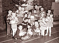 Dedek Mraz je obdaroval otroke 1961 (2).jpg