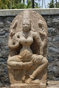 Deity sculpture in relief in the Arakeshwara temple at Hole Alur 3.JPG